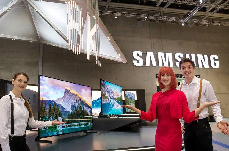 Samsung Q900R 8K QLED TV